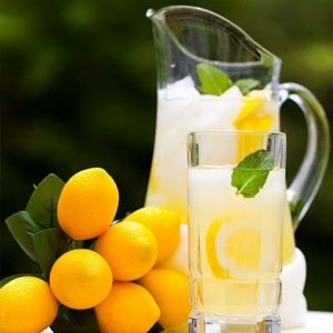 HOW TO PREPARE HOMEMADE LEMONADE